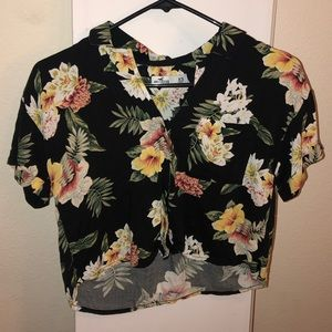 Hollister Floral Button Down Cropped Shirt XS